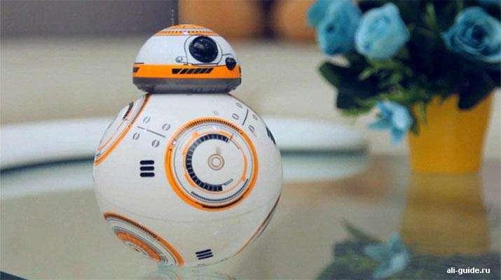 Фото: Дроид BB-8 на пульте управления