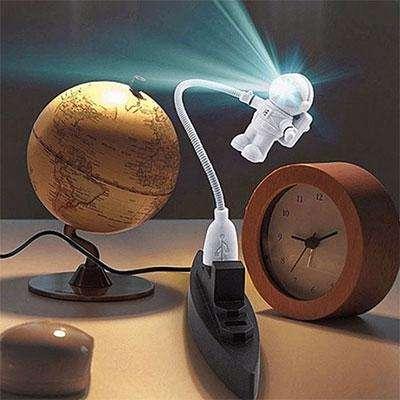 лампа в виде космонавта