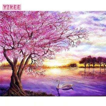 Розовое дерево и лебедь