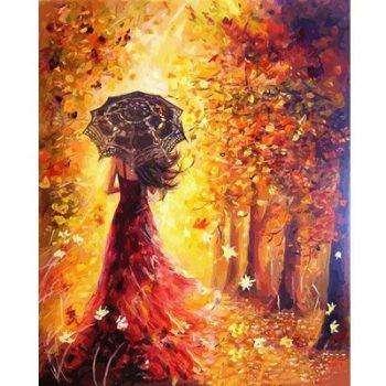 Женщина с зонтом в осеннем лесу